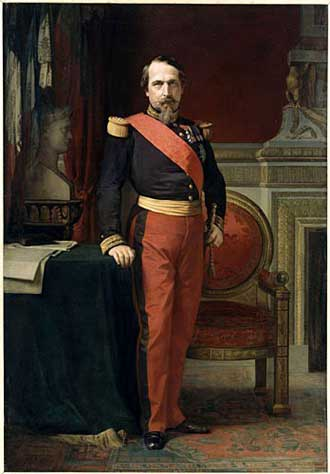 Retrato de Napoleón III con el uniforme de general de una división en su gran gabinete de las Tullerías.